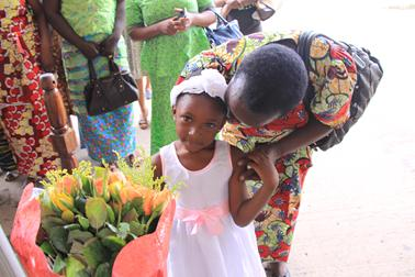 Rosalie, officer of GWRAZ, with granddaughter presenting Dr Susanna with roses on arrival in Zambia